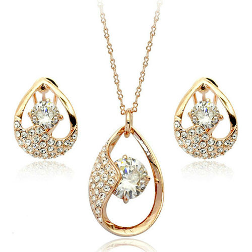 Clear jewellery set with rose gold finish